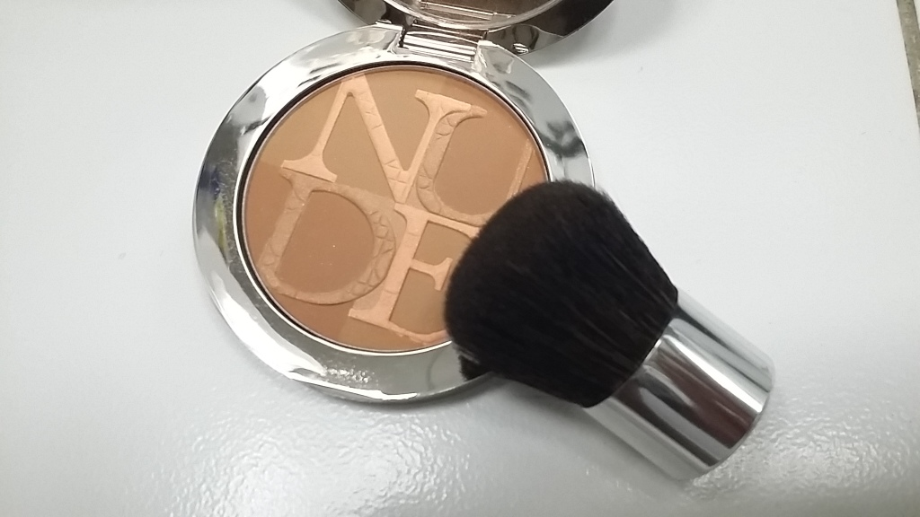 DiorSkin Nude Tan Light -004 Sunset with Kabuki Brush